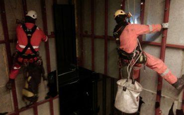 1-Abseiltechnieken-vide-onderhoudswerk-op-hoogte-rope-access-veiligheid