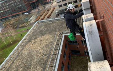 4 Abseiltechnieken onderhoud op hoogte lichtreclame Almere