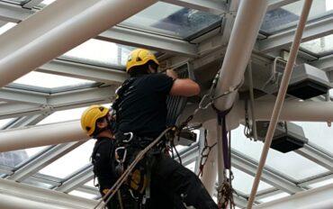 1 alpinisten abseiltechnieken installatiewerk monteren op hoogte