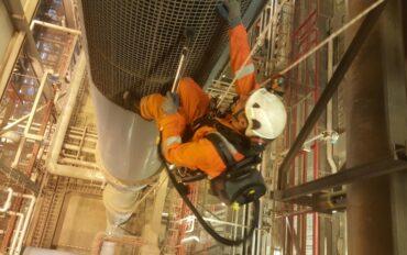 2 Abseiltechnieken fabrieksreiniging Omrin REC