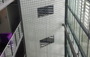 2 Abseiltechnieken rope access Dolmans atrium reiniging Delft