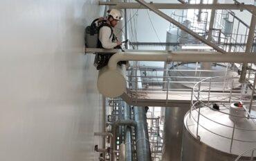 3 Abseiltechnieken reinigen oplevering zuivelfabriek rop access