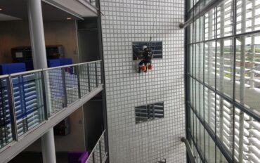 3 Abseiltechnieken rope access Dolmans atrium reiniging Delft
