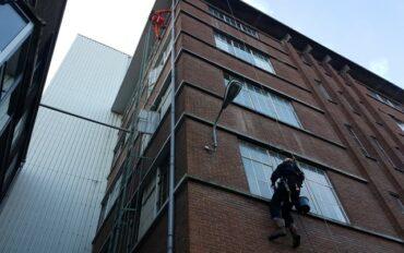 3. Abseiltechnieken rope access ramenwassen op hoogte