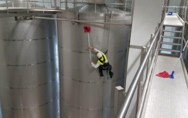 4 Abseiltechnieken reinigen oplevering zuivelfabriek rop access