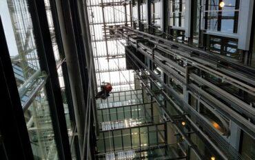 4 Abseiltechnieken rope access Dolmans atrium reiniging Delft