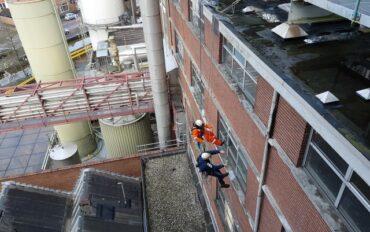 4 Abseiltechnieken rope access ramenwassen op hoogte