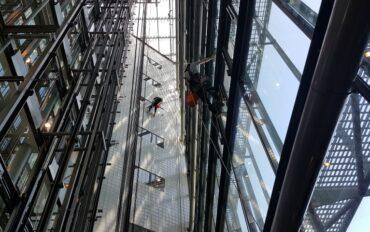 6 Abseiltechnieken rope access Dolmans atrium reiniging Delft