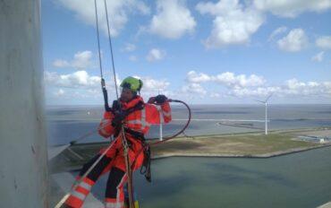 2 Abseiltechnieken rope access reiniging windmolens (2)