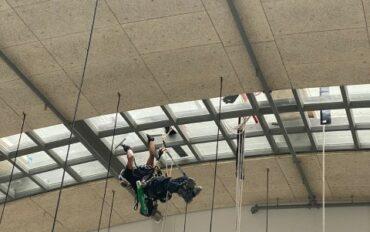 5 Abseilttechnieken ramenbewassing Stationspostgebouw Den Haag